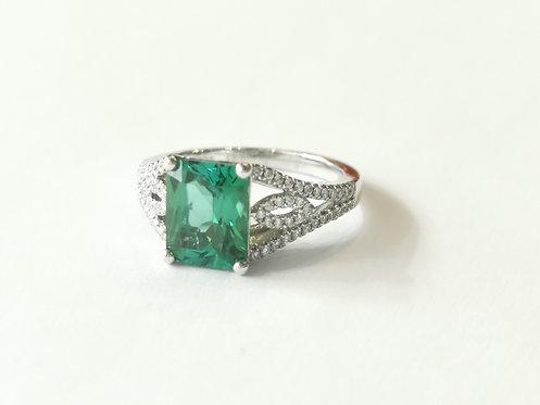 18ct White Gold Green Tourmaline and Dimaond Dress Ring