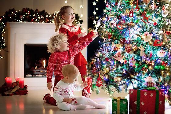 children with tree AdobeStock_178403708
