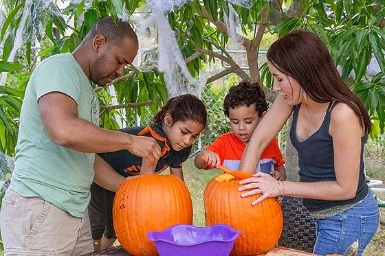 Family_Carving_Pumpkins_AdobeStock_28616