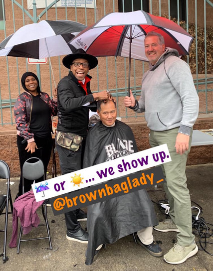 KG brings so much positive energy and love to the homeless on Skid Row. Standing in the rain cutting head after head…for free. With an ☂ assist from Randy Roy.