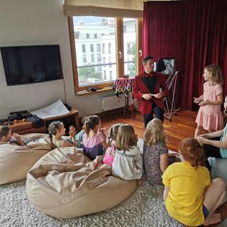 mini pokaz iluzji dla dzieci w warunkach domowych