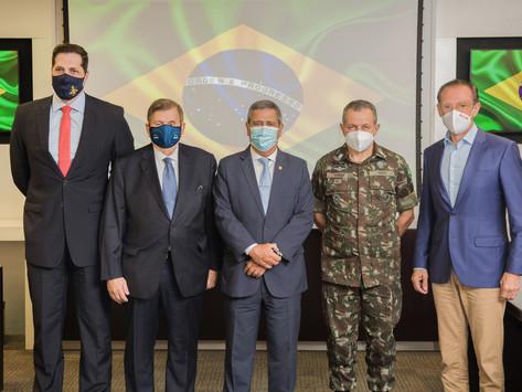 SIMDE em Ação | Ministro da Defesa anuncia primeira Fintech de defesa do Mundo em Plenária SIMDE