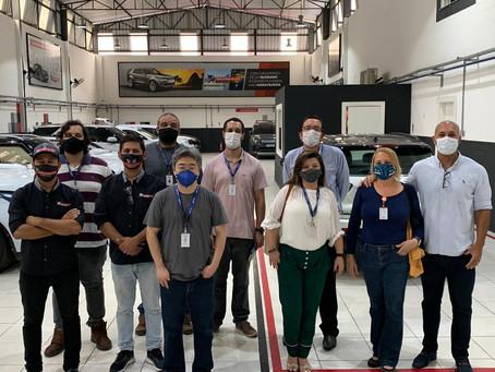 Técnicos da FIRJAN visitam empresa de blindagem no RJ