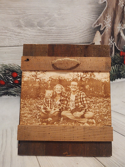 Hanging photo frame with engraved photo