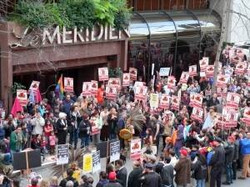HUNDREDS IN FRONT OF THE LE MERIDIEN