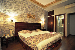 Standard Double Room (2)