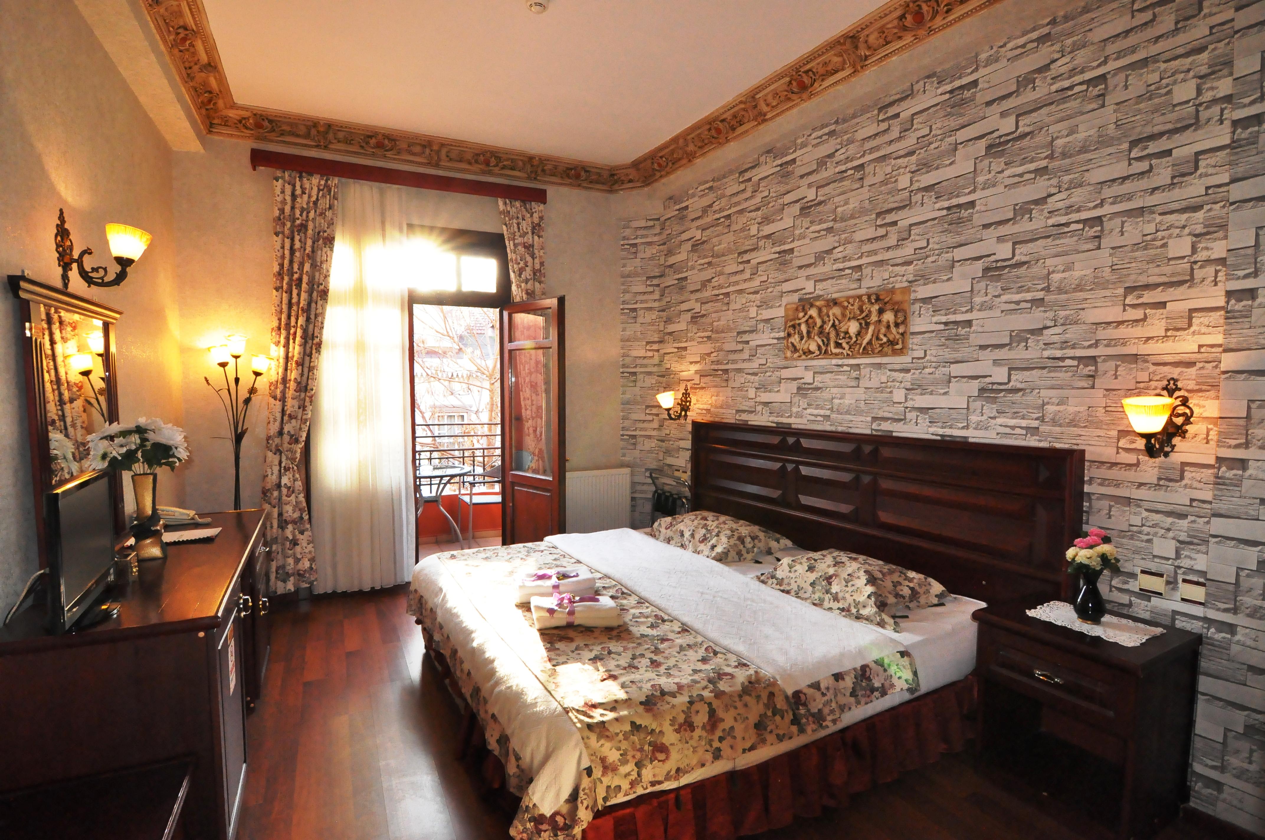 Standard Double Room (1)