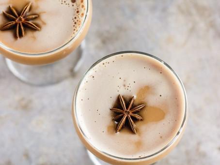 Dirty Chai Martini au sirop d'érable avec une pincée de sel de l'Himalaya
