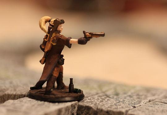 Une figurine D&D, élément central de la représentation visuelle lors de parties de jeu de rôle.