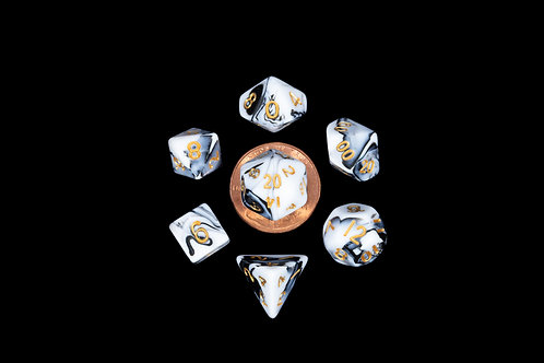 Set de mini dés en résine bicolore blanc noir
