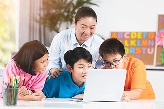 teacher-cute-asian-children-using-laptop