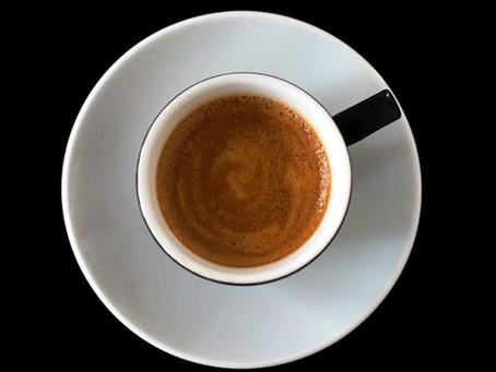 咖啡的黑與白。