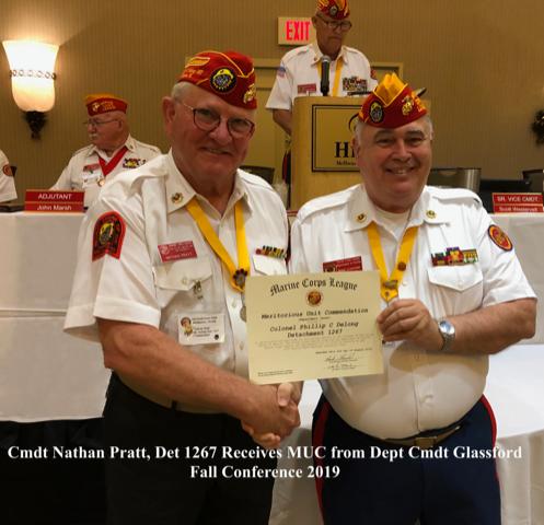 Cmdt Nathan Pratt, Det 1267, receives MUC from Dept Cmdt Glassfors 201910 Fall Conference