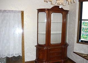 洋室のクロス張り替え_家具が引き立ちました。