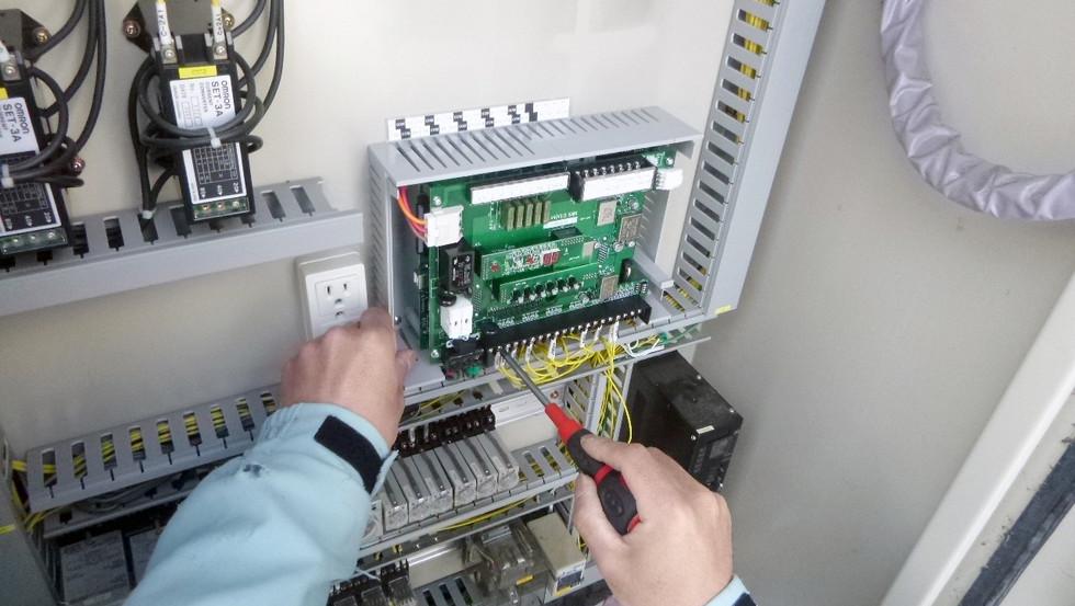 電磁流量計、自動通報装置更新工事3