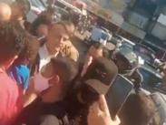 Bolsonaro visita comunidades em Brasília e é chamado de mito