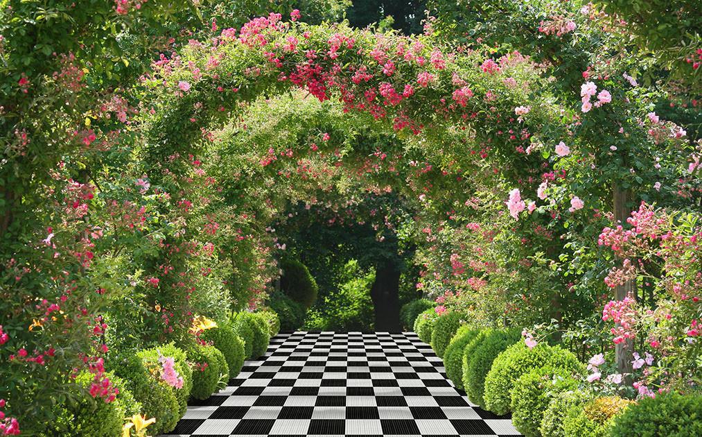 gardeneasterntraditionalpath-crop-u38725