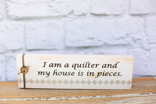 "4105 - 10"" Sign, ""I am a quilter and my house is in pieces"