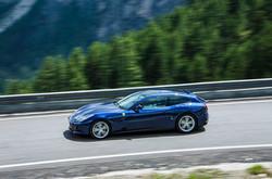 Rent Ferrari GTC4 Lusso in Italy