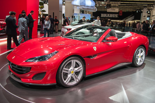 Rent Ferrari Portofino in Milano