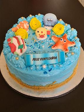 """Tarta de cumpleaños, temática """"bajo el mar""""."""