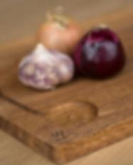 planche à découper plTable sur-mesure en chêne massif certifié PEFC pied en metal table design table de salle à mangernche à apéro