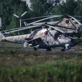 """Hier ein Mi-24 """"17"""" der 6 Armeefliegerstaffel, aufgenommen um 1992. Im Hintergrund zu erkennen der Turm der Garnisonskirche.  ©Timm Ziegenthaler"""