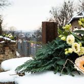 Ein Zeichen des Gedenkens und der Erinnerung wurde seitens der Stadt Dresden im Jahr 2021 gesetzt: Symbolisch wurden Blumen an den erhaltenen Torpfeilern des Lagerzugangs niedergelegt.