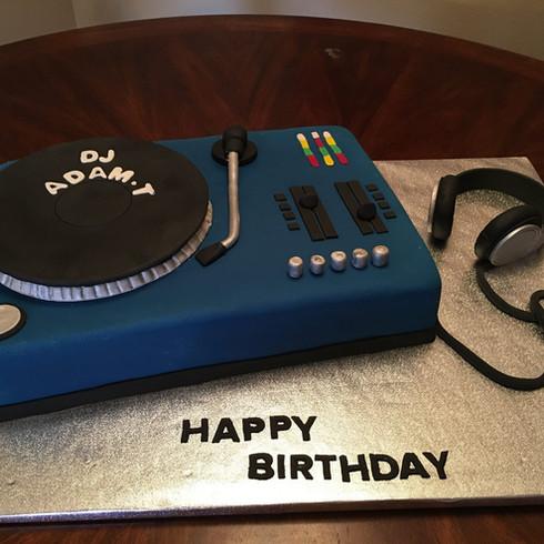 DJ Turntable Birthday Cake