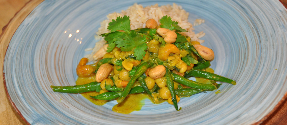 """Beautiful Yellow Curry Invasion - How to Cook a """"Plant Based Curry"""" without using Dairy!"""