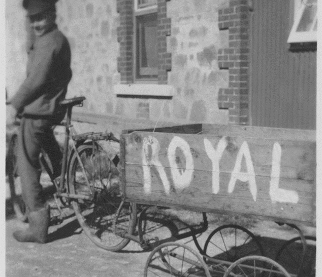Royal Mail cart with bicycle Picture8.pn