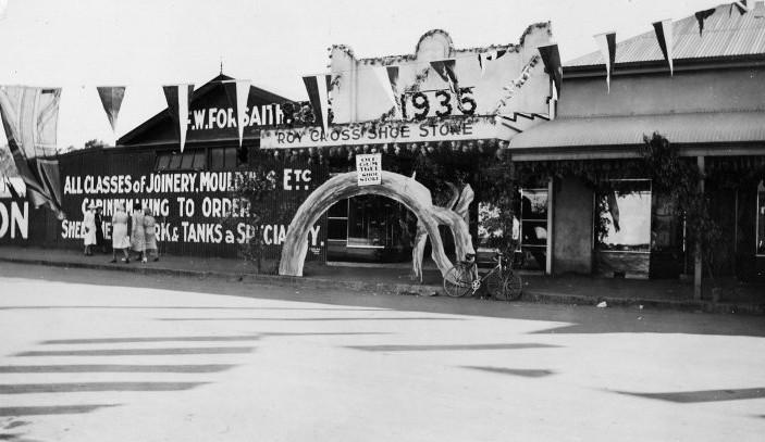 Roy Cross Shoe Store, Clare, 1936.jpg