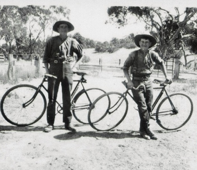 Two intrepid cyclists Picture36