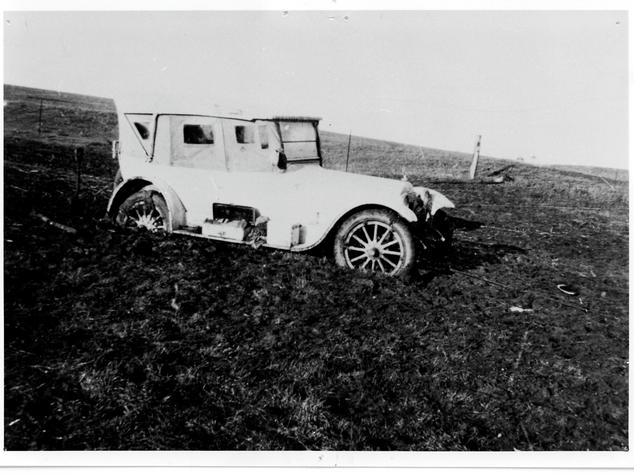 Dr Hillier's Dodge bogged on Yacka Run