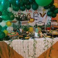 Hello Divine Green Themed Balloon Accents