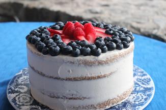 vanilla sponge cake with fruit