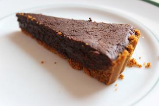 Dark chocolate tart with gingersnap crust