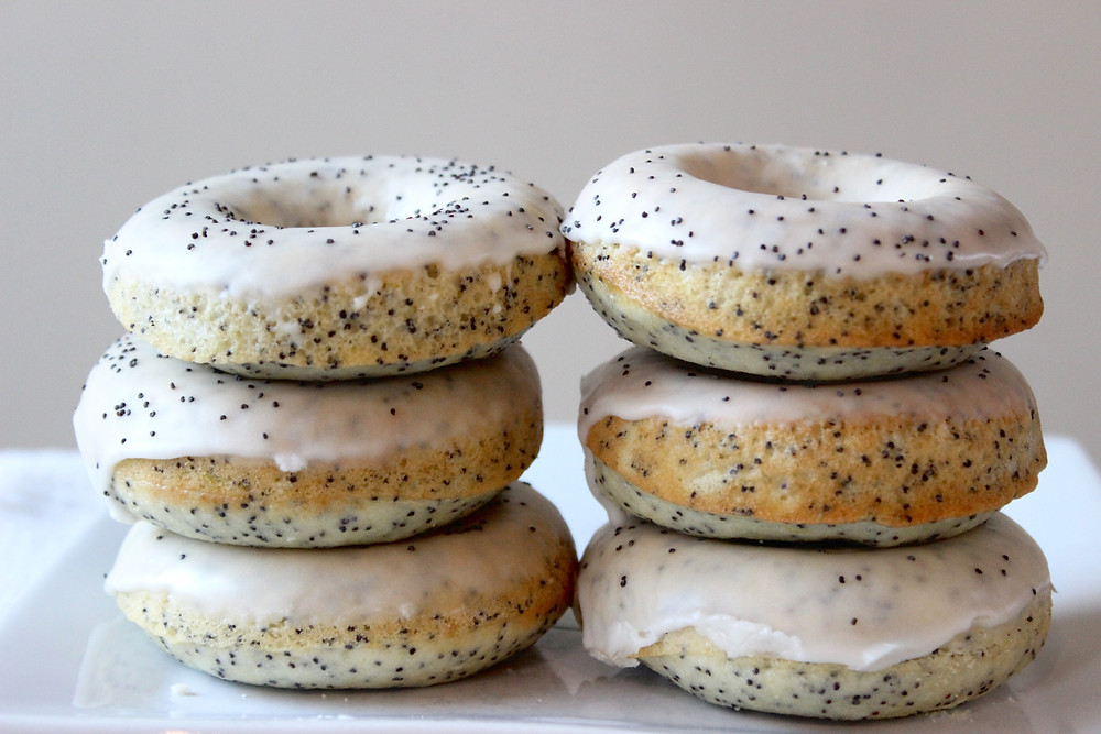 lemon poppyseed donut