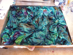 Tray dyeing in process