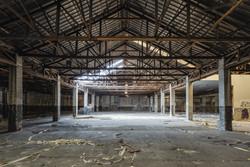 Interior do antigo almacén e serradoiro de madeiras