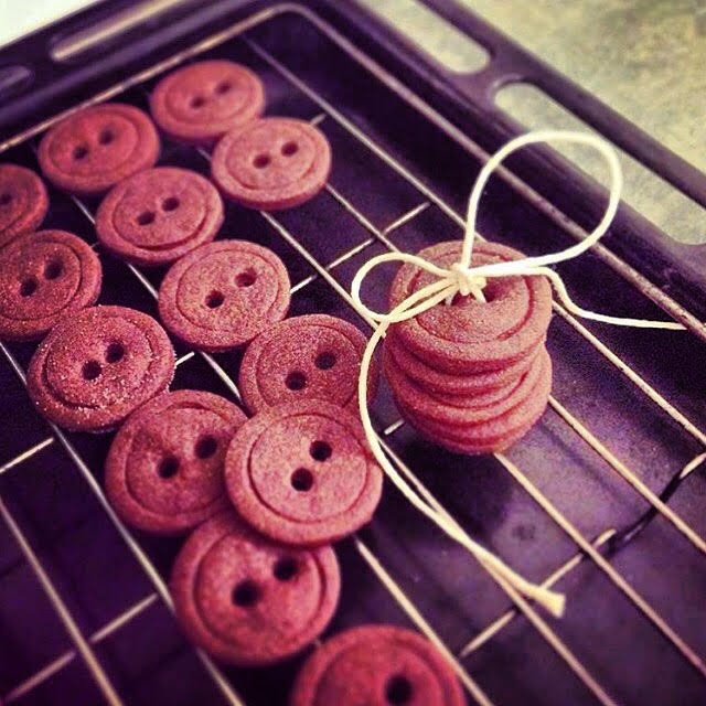 chocolate shortbread buttons