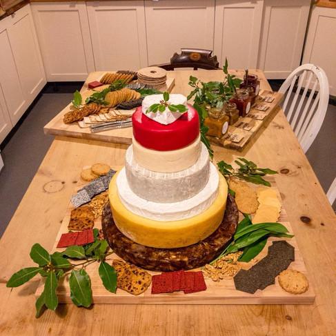 CONFETTI & WEDDING CAKES