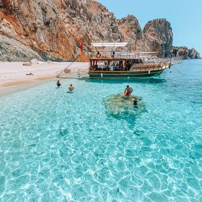 Прогулка на судне по Средиземному морю