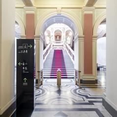 Dočasný orientační systém pro slavnostní otevření hlavní budovy Národního muzea