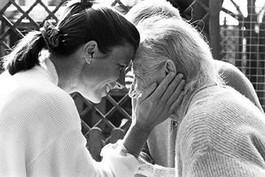 Alzheimer, 250 volontari per aiutare malati e famiglie