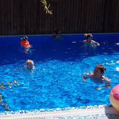 фотография бассейна в гостевом доме Усад