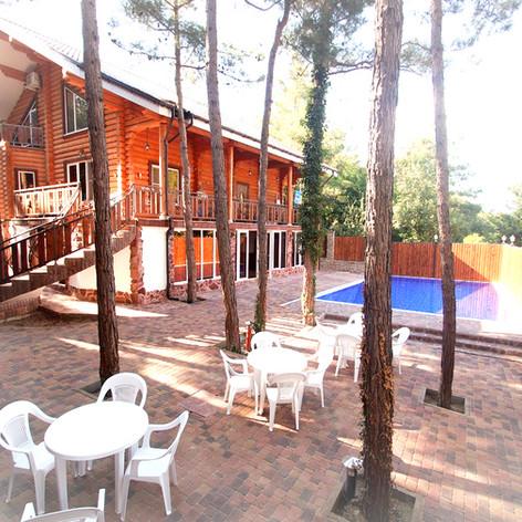 гостевой дом с бассейном Усадьба в голуб