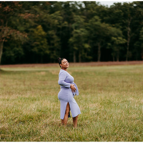 Siena Maternity Photos | Caboose Farm, Maryland |