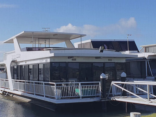 Houseboating on the Murray