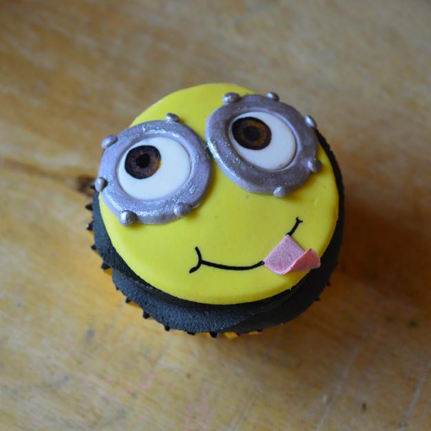 minion cupcake